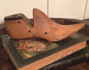 Vintage Pointy Toe Women's Wooden Shoe Form with Metal Heel Base