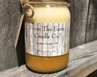 Nana's banana bread soy wax candle.