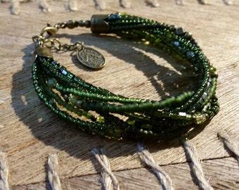 Tohoperlen bracelet in khaki colours