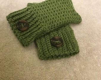 Green fingerless mitts