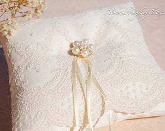Silk Wedding ring pillow. Flower wedding ring pillow. Ivory silk ring pillow.cute lace ring bearer pillow