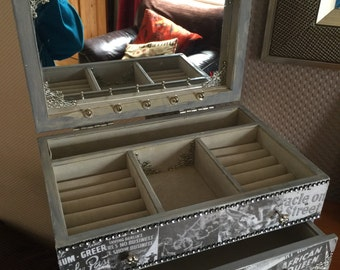 Big Film jewellery box with draw with film  Titanic on all in black and white x