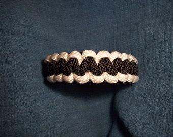 Black / White Paracord Bracelet      {{{ YIN YANG }}}