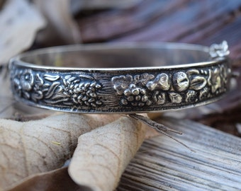 Florescer Victorian Silver Detailed Bangle
