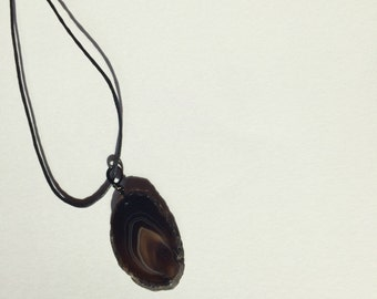 Intricate brown agate slice necklace // handmade crystal hewelry // bohemian and gypsy necklaces