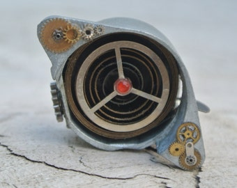 Cog and Spring clock working pendant