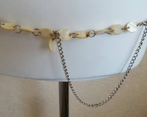 Gorgeous 1980s mother of pearl and silver metal chain link belt with oval disc detail on dangle sz 14-18 UK