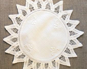 Vintage Doily, handmade linen and lace doily, vintage lace, white round doily, needle lace, wedding decor