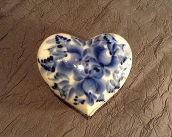 Russian porcelain Gzhel box