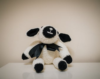 Black and white knitted sheep