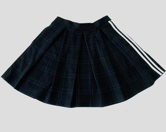 Short hollow pleats skirt