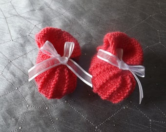booties and bonnets for babies from 3-6 months