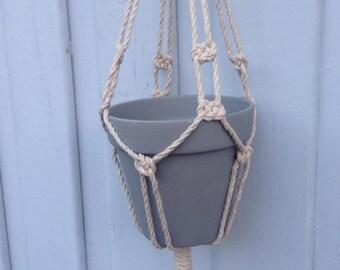 Twirled cream hanger