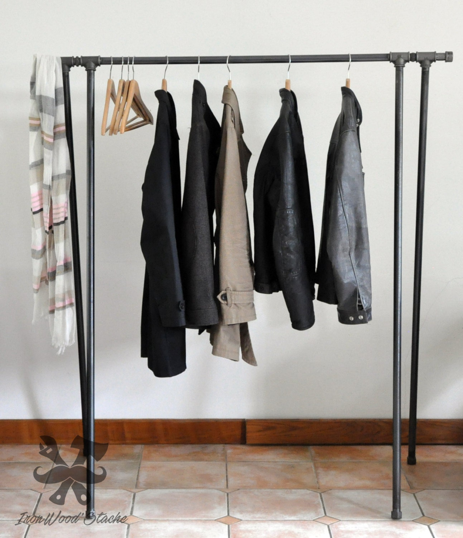 portant pour v tements plumbing industriel vintage. Black Bedroom Furniture Sets. Home Design Ideas
