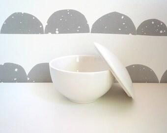 ARABIA FINLAND, Domino Sugar Bowl – 1980s – Kati-Tuominen-Niittylä, Pekka Paikkari – Scandinavian Design