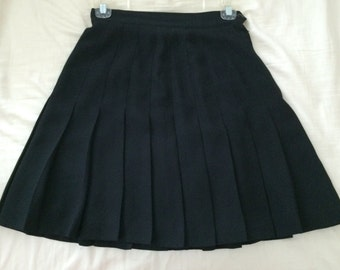 High-Waisted Black Pleated Tennis Style Skirt : Size S / Small