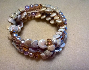 Shell and Pearl Memory Wire Bracelet.