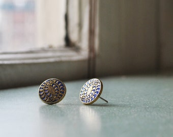 Ornamental button earrings