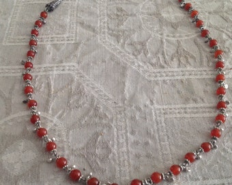 Vintage necklace in silver and carnelian
