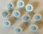 10 x White with Blue Centre Daisy Shape Buttons. Size 20 (Approx. 13mm)