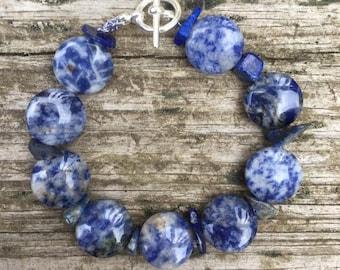 Blue natural stone and ceramic bracelet