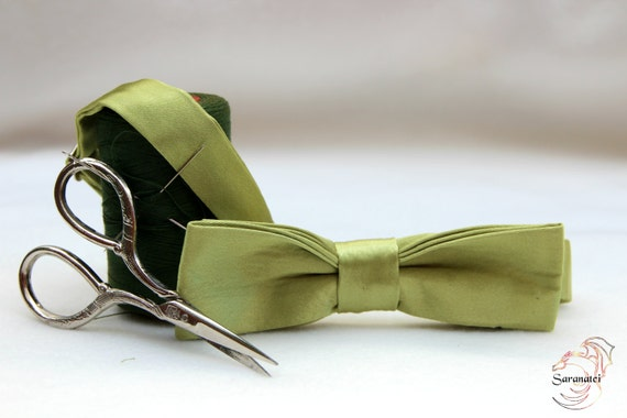 Green Shiny Bow tie / Bow ties - Clothing/ Neckties / Accessories Suit/ Groomsmen/ Wedding ties/ Men's Gift Ideas/Bow tie Party/ Baby Shower