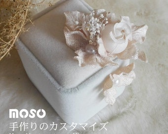 Traditional white Ring Box