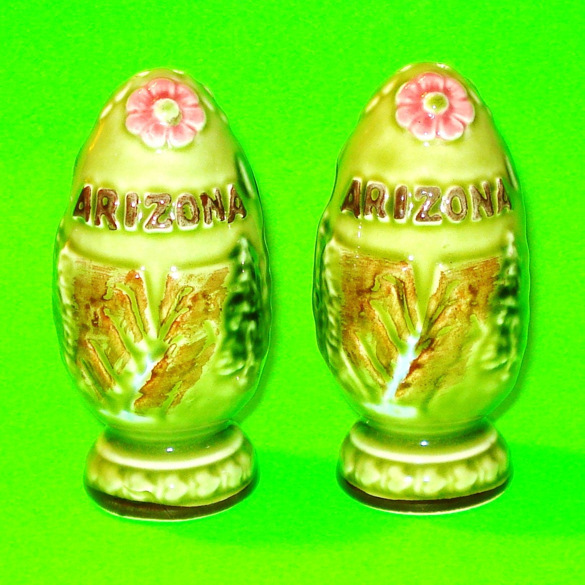 Vintage 1980s arizona ornate egg shaped souvenir salt and - Egg shaped salt and pepper shakers ...