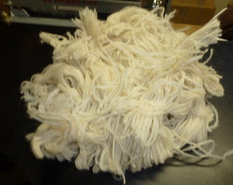 Llama Tiny Pencil Type Roving White Spinning Carding Thrums 8 Ounces