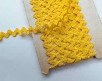 Card of Vintage Lemon Yellow RicRac Braid