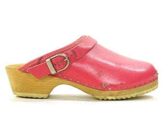 90s Wooden Clogs / Vintage 1990s Pink Leather Slip On Swedish Mules with Wood Soles & Optional Heel Strap / Women's Size 6 or 6.5