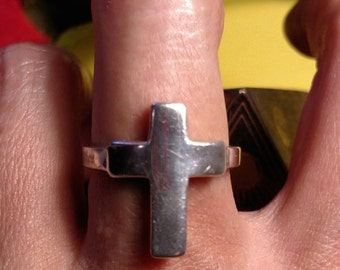 Vintage Solid Sterling Silver Cross Symbol Ring Goth Gothic Religious Size 9 Boho