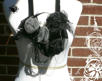 CLEARANCE SALE 50% OFF - Gothic Roses Garland Statement Necklace