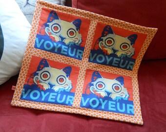 Voyeur Cat Quilt Blanket For Mew