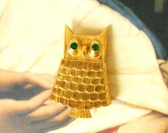 SALE! Vintage Brushed Gold & Green Rhinestone Eyes Owl Brooch Locket - Emerald Crystal Eyes, Perfume Glace, Secret Compartment, Gold Mod Owl