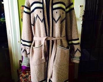 Amazing vintage 1970's boho navajo print duster  sweater with a hood. womens size Large