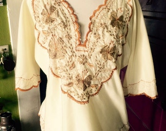 Vintage 1970's cream colored embroidered boho/hippie top. size M