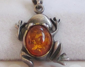 Vintage Sterling Silver Frog Pendant, Amber (or Resin) Jewelry, Amphibian Jewelry, Animal Jewelry