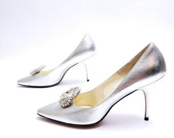 Size 8// Vintage Designer Silver Pumps// Metallic Silver Shoes// Medallion Rhinestone Pumps//98