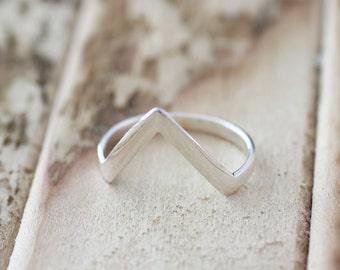 Dazzle. Sterling Silver mini Point  Midi Ring