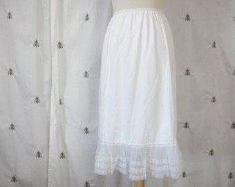 Vintage White Half Slip, Fancy Lace Pleated Tiered Hem, Mid Century, Mad Men, Pin Up, Movie Star, Size Large