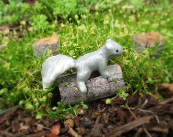 Vintage NOS Hagen-Renaker Baby Gray Squirrel   Tree Climber Fairy Garden Must!!