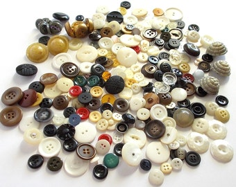 Buttons . assorted colors buttons . Vintage Buttons . Button Collection . Large Buttons . 103