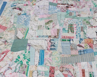 1940s patchwork quilt / antique quilt / 1930s feedsack fabric quilt / as is!