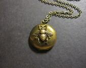 Bee Locket, Bee Necklace, Keepsake Locket, Woodland Locket, Woodland Insect, Bug Locket, Antique Brass, Patina, Photo Locket, Bee Lover