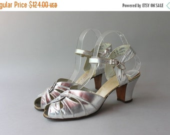 STOREWIDE SALE 1930s Metallic Silver Sandals / Vintage 30s Cutout Ankle Strap Heels / Silver Leather 1930s Peep Toes 9 B