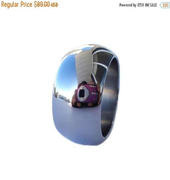 Holiday Sale 10% Off Titanium Wedding Band - Mirror Finish on Titanium Ring
