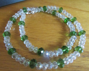 sparktly glass touch green necklace