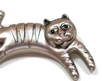 Vintage tabby cat, silver metal brooch.