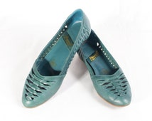 VTG 80's Green Leather Wedge Sandals size 7 Womens Stacked Wooden Heels Woven Strappy Summer Slip Ons